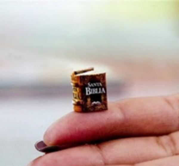 Miniature Book Te Amo Hand 1